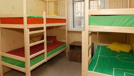 Четырёхместный номер с двухъярусными кроватями